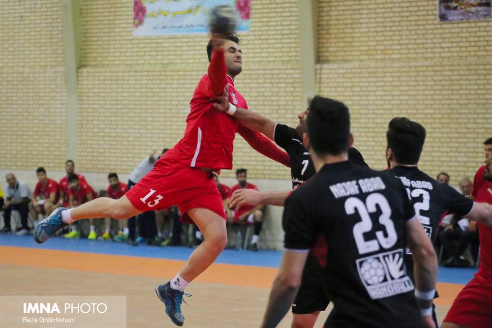 رقابت هندبال در نجف آباد+ تصاویر رقابت هندبال در نجف آباد+ تصاویر                           12
