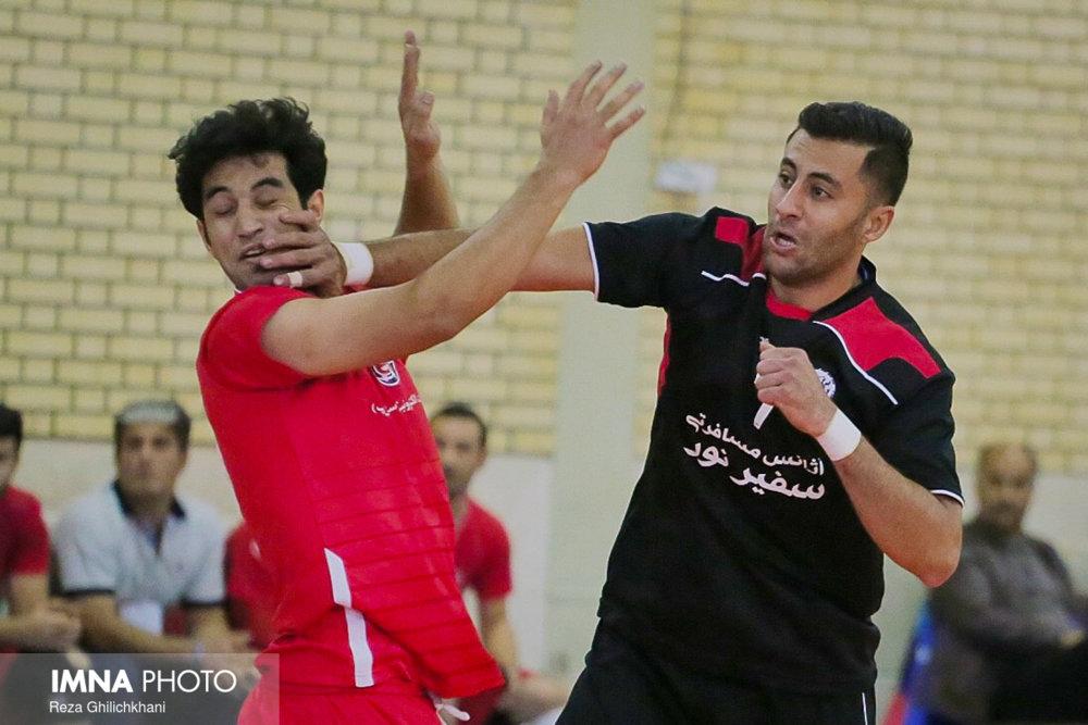 رقابت هندبال در نجف آباد+ تصاویر رقابت هندبال در نجف آباد+ تصاویر                           13