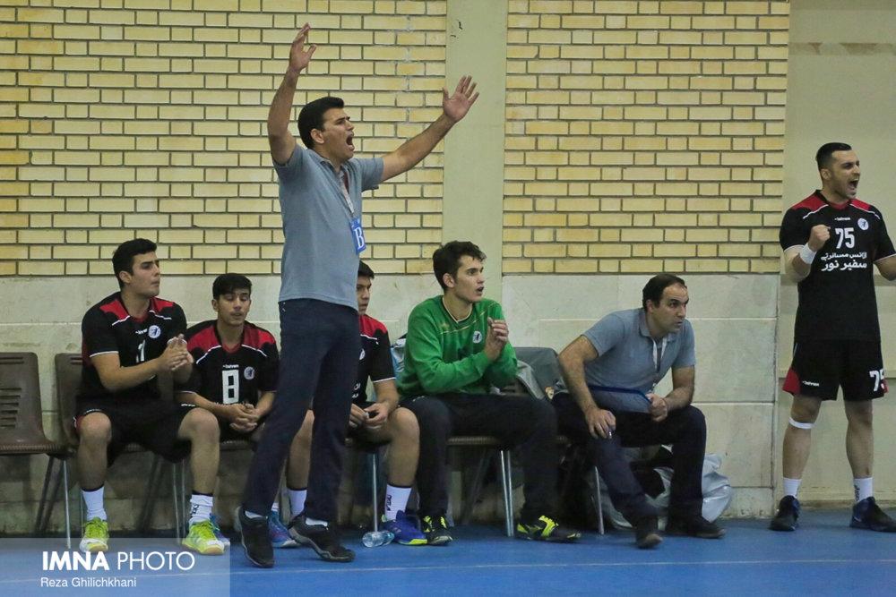 رقابت هندبال در نجف آباد+ تصاویر رقابت هندبال در نجف آباد+ تصاویر                           2