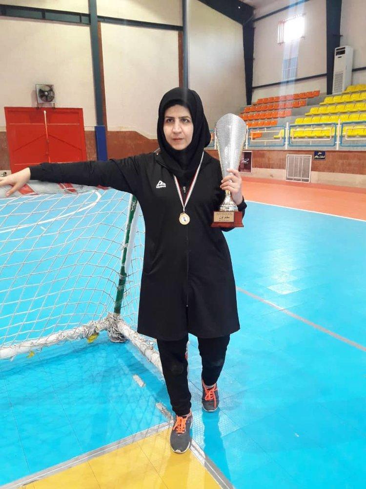 دختر قهرمان نجف آبادی که در دانشگاه نابینا شد+تصاویر