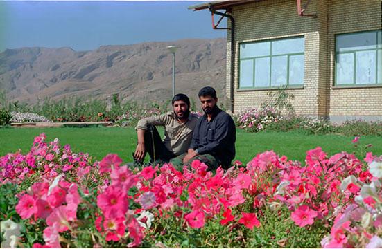 گریه و بی تابی حاج قاسم سلیمانی در فراق شهید احمد کاظمی+فیلم