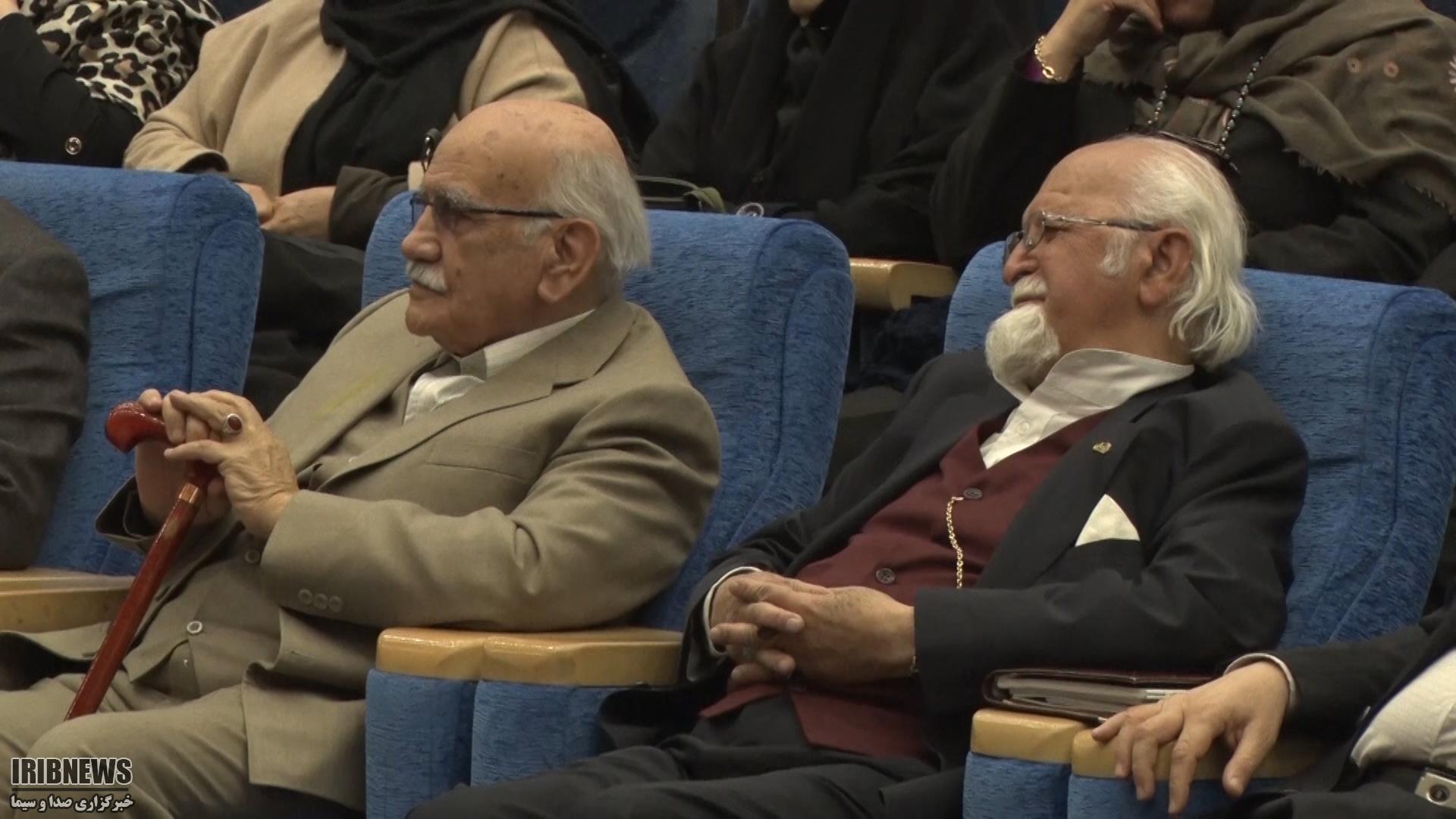 تجلیل از دو شخصیت ادبی و علمی نجف آباد+ فیلم