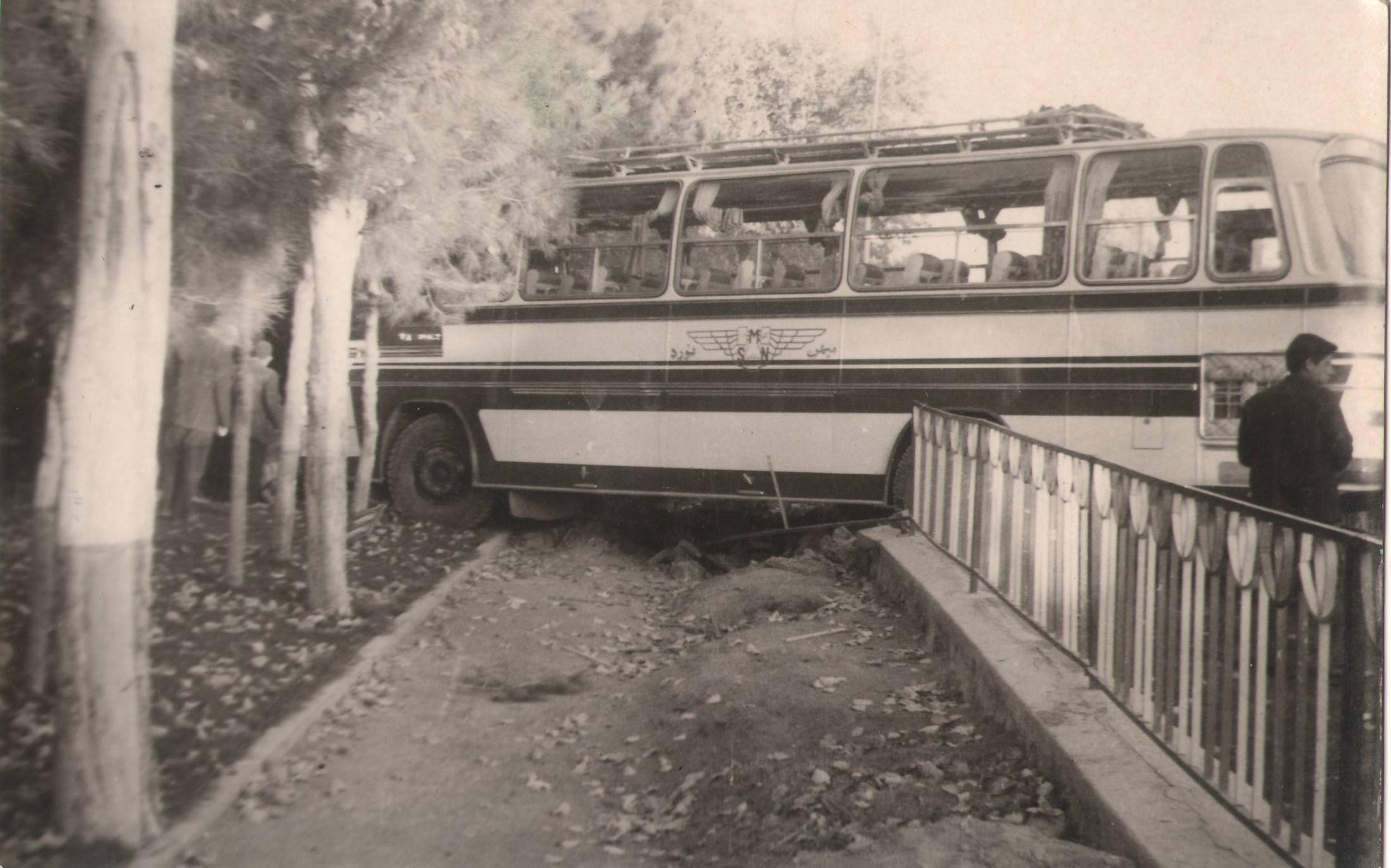 ورود اتوبوس به باغملی نجف آباد+تصاویر