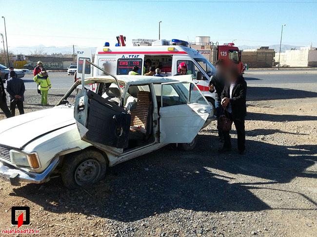 زخمی شدن چهار سرنشین پیکان در نجف آباد+ تصاویر