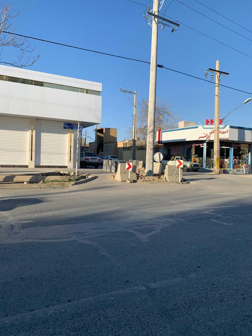 تیر برق، وسط خیابان کاشته شد+ تصاویر