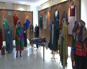 نمایشگاه لباس ایرانی اسلامی نمایشگاه لباس ایرانی اسلامی در دانشگاه آزاد نمایشگاه لباس ایرانی اسلامی در دانشگاه آزاد                                                     8 300x240