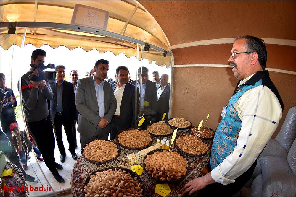 جشنواره عسل جشنواره جشنواره عسل، زعفران و بادام در نجف آباد+ تصاویر و فیلم                                               4