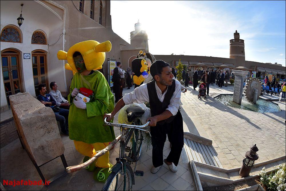 جشنواره جشنواره عسل، زعفران و بادام در نجف آباد+ تصاویر و فیلم                                               8