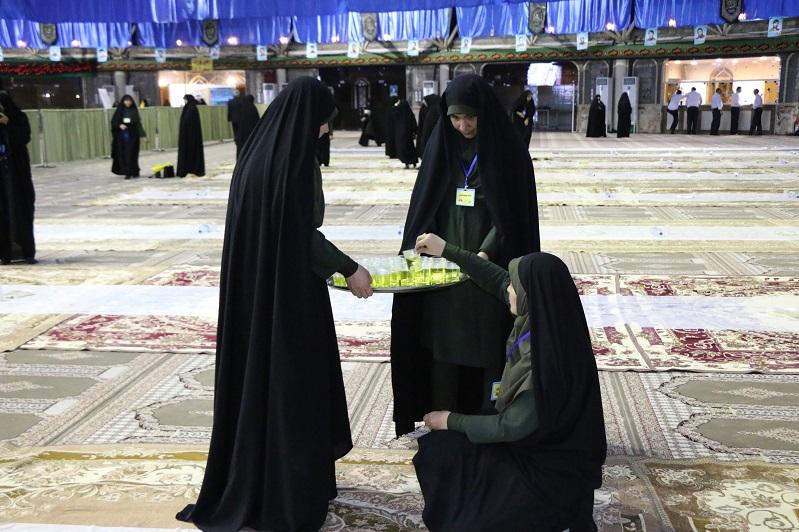 حسنیه فاطمه الزهرا افطاری افطاری 10هزار نفری آستان قدس رضوی در نجف آباد+تصاویر              3