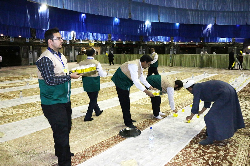 افطاری در حسینیه افطاری افطاری 10هزار نفری آستان قدس رضوی در نجف آباد+تصاویر              6