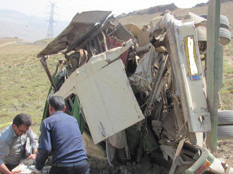 واژگونی مینی بوس در جاده نجف آباد به عسکران + تصویر