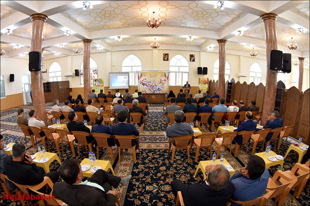 جلسه شورای اداری انتقاد انتقاد امام جمعه از رسانهای شدن فرودگاه نجف آباد + تصاویر جلسه 1566632702 L7pE8