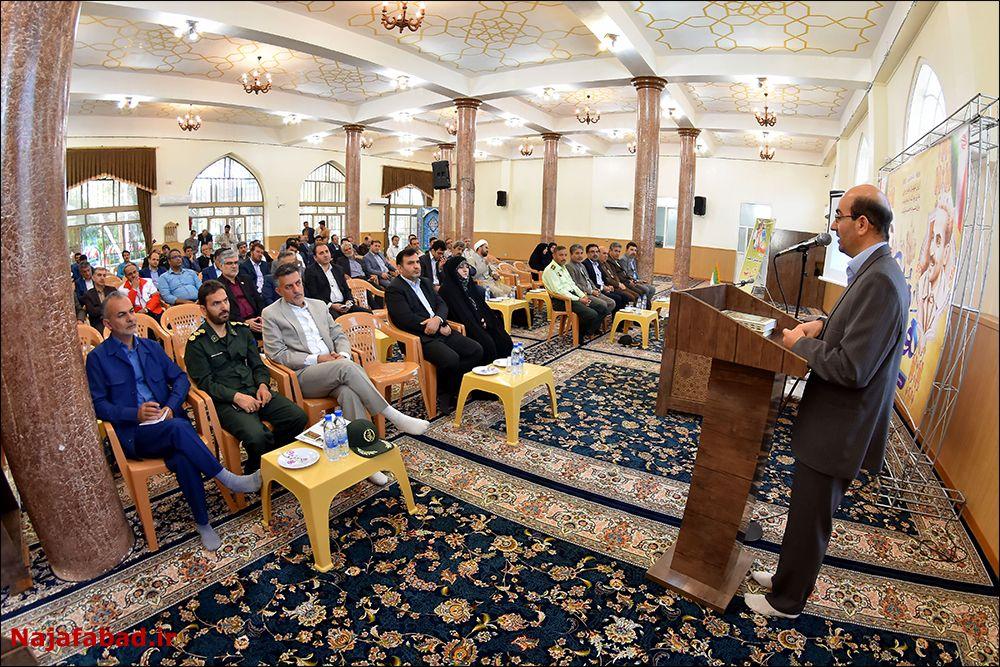 شورای اداری انتقاد انتقاد امام جمعه از رسانهای شدن فرودگاه نجف آباد + تصاویر جلسه 1566632706 H5oE5