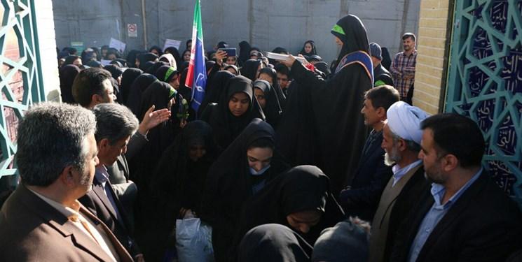 آغاز سفر راهیان نور دانش آموزی از جوار مزار شهید حججی+ تصاویر