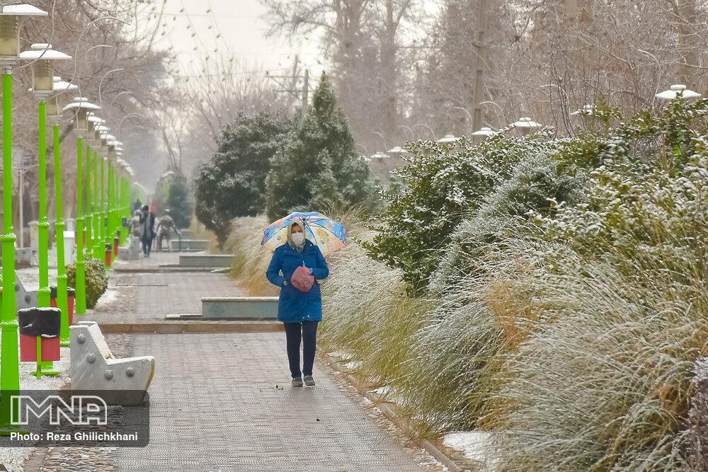 بارش برف در نجف آباد برف نوبرانه در نجف آباد+تصاویر برف نوبرانه در نجف آباد+تصاویر                                      1