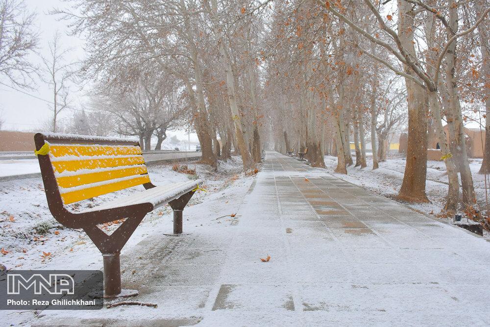 بارش برف در نجف آباد برف نوبرانه در نجف آباد+تصاویر برف نوبرانه در نجف آباد+تصاویر                                      4