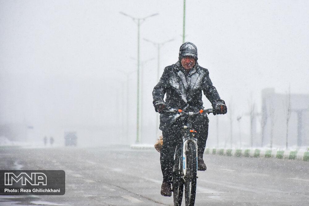 بارش برف در نجف آباد برف نوبرانه در نجف آباد+تصاویر برف نوبرانه در نجف آباد+تصاویر                                      5