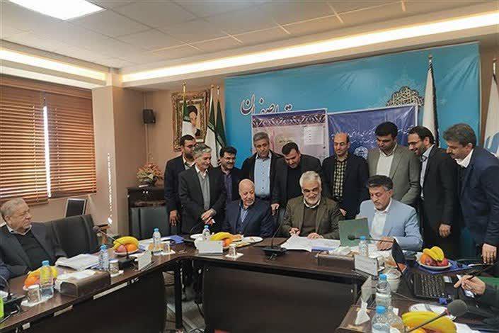 امضای تفاهم نامه شروع ریل باس نجف آباد از دانشگاه آزاد