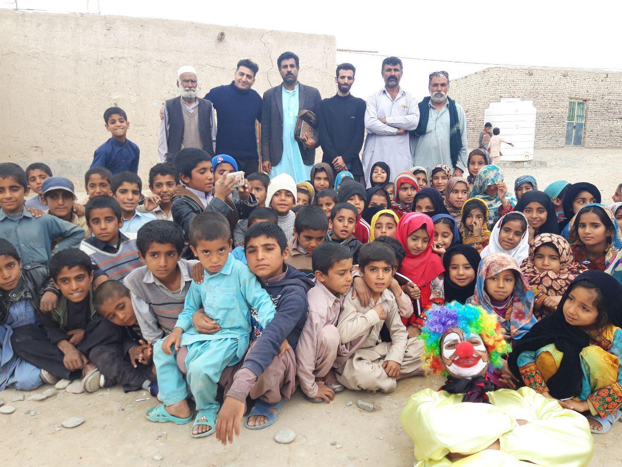 حضور هنرمندان نجف آباد در مناطق سیل زده سیستان+تصاویر و فیلم ها