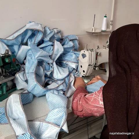 تولید ماسک توسط بسیجیان نجف آباد