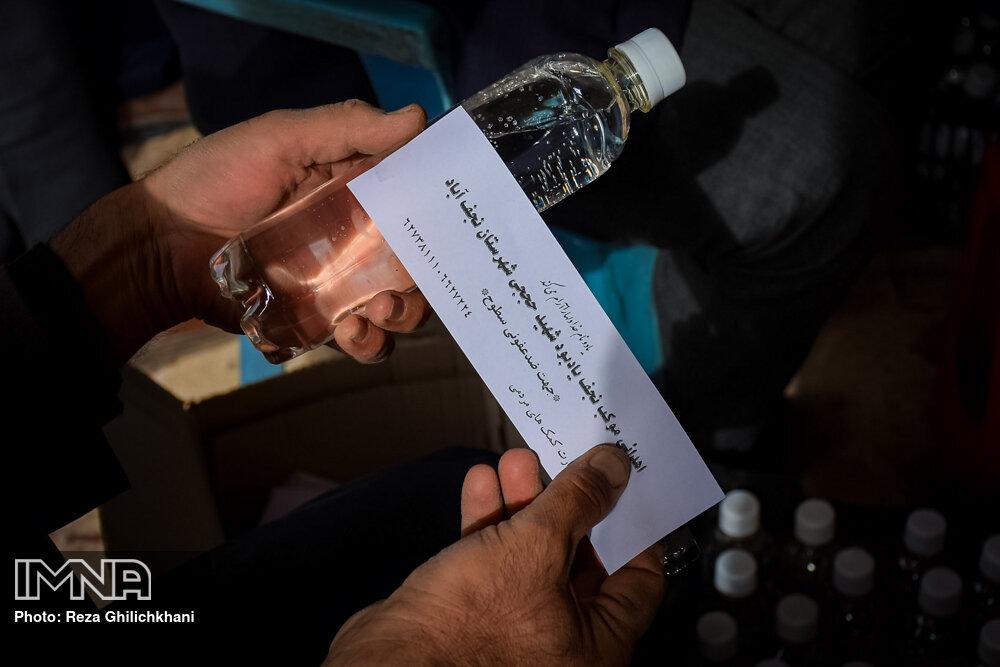آماده سازی مواد ضد عفونی آماده سازی مواد ضدعفونی در نجف آباد+تصاویر آماده سازی مواد ضدعفونی در نجف آباد+تصاویر 1629846