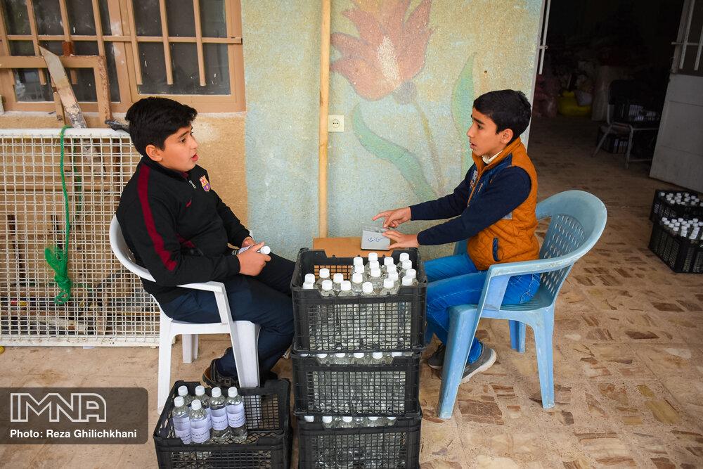 آماده سازی مواد ضد عفونی آماده سازی مواد ضدعفونی در نجف آباد+تصاویر آماده سازی مواد ضدعفونی در نجف آباد+تصاویر 1629848
