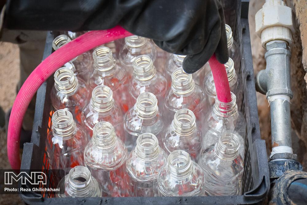آماده سازی مواد ضد عفونی آماده سازی مواد ضدعفونی در نجف آباد+تصاویر آماده سازی مواد ضدعفونی در نجف آباد+تصاویر 1629852