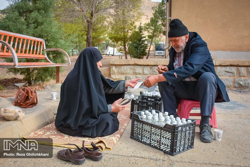 آماده سازی مواد ضد عفونی آماده سازی مواد ضدعفونی در نجف آباد+تصاویر آماده سازی مواد ضدعفونی در نجف آباد+تصاویر 1629858