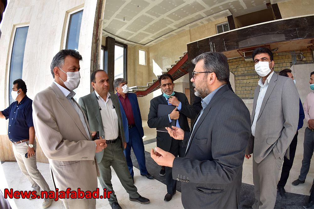بازدید از کشتارگاه صنعتی نجف آباد کشتارگاه نجفآباد، آبروی کشور و قطب صادرات خواهد شد کشتارگاه نجفآباد، آبروی کشور و قطب صادرات خواهد شد 1589082161 L6vW5