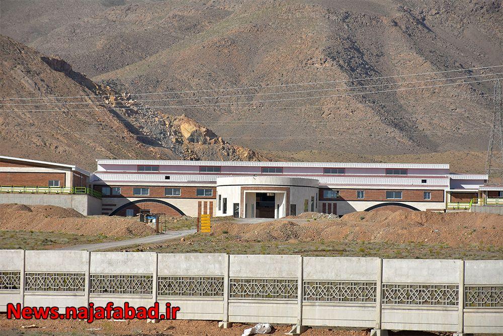 کشتارگاه صنعتی نجف آباد کشتارگاه نجفآباد، آبروی کشور و قطب صادرات خواهد شد کشتارگاه نجفآباد، آبروی کشور و قطب صادرات خواهد شد 1589082849 G5nF8