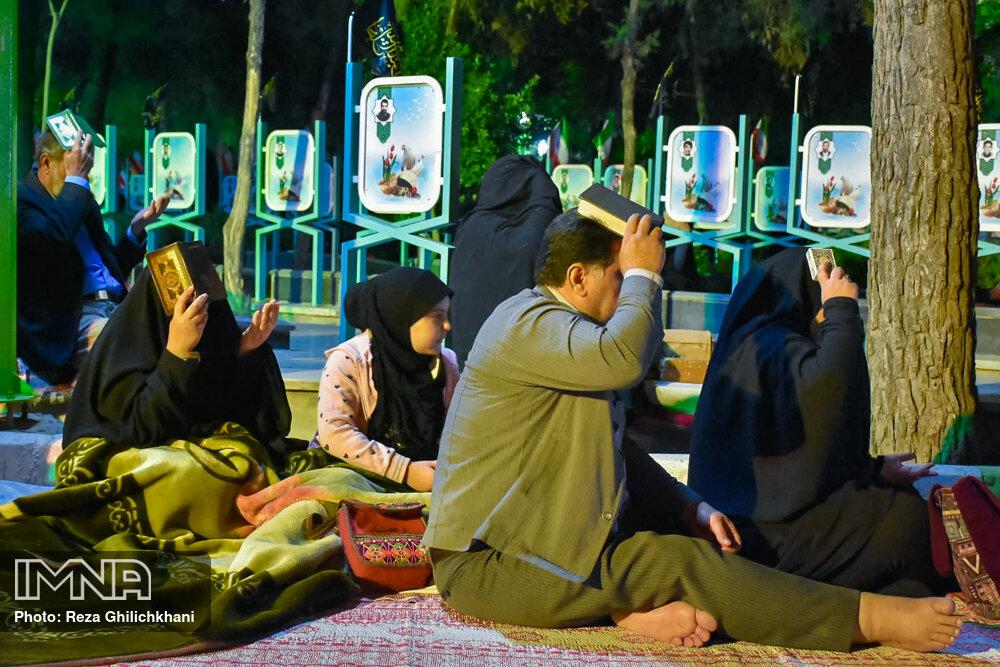 احیاء 21 رمضان سال99 در گلزار شهدای نجف آباد احیاء ۲۱ رمضان سال ۹۹ در نجف آباد+تصاویر احیاء ۲۱ رمضان سال ۹۹ در نجف آباد+تصاویر 1636918 IMG 6067