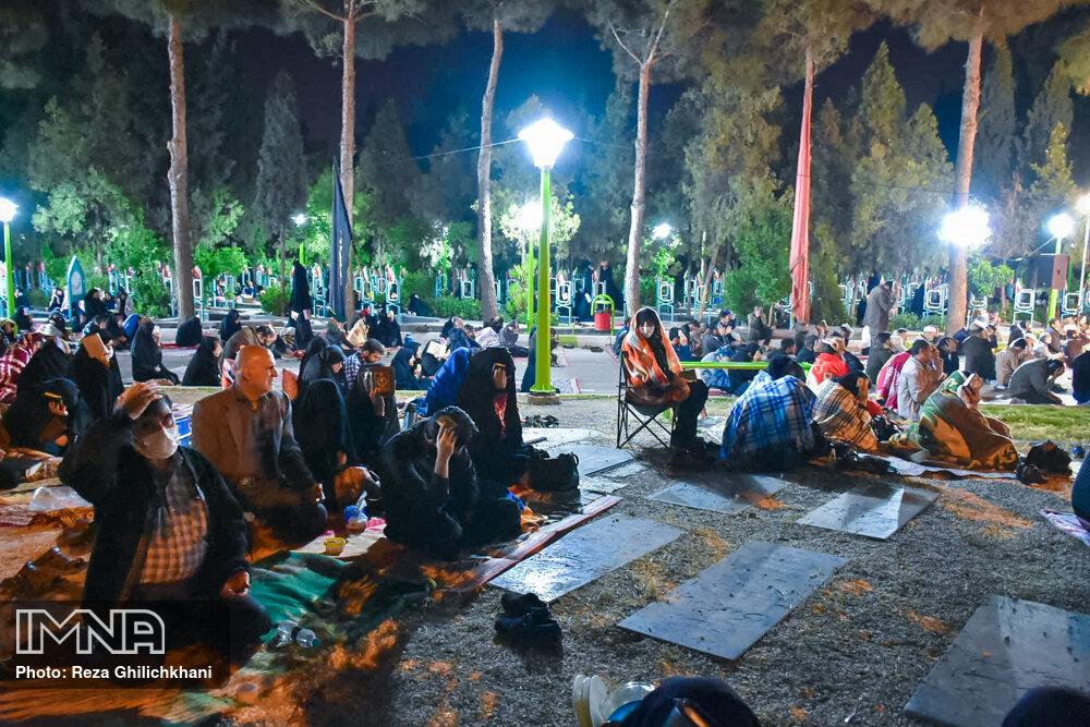 احیاء 21 رمضان سال99 در گلزار شهدای نجف آباد احیاء ۲۱ رمضان سال ۹۹ در نجف آباد+تصاویر احیاء ۲۱ رمضان سال ۹۹ در نجف آباد+تصاویر 1636920 IMG 6062