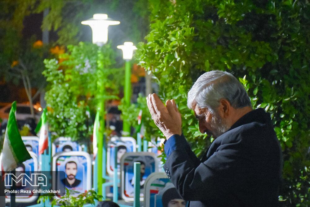 احیاء 21 رمضان سال99 در گلزار شهدای نجف آباد احیاء ۲۱ رمضان سال ۹۹ در نجف آباد+تصاویر احیاء ۲۱ رمضان سال ۹۹ در نجف آباد+تصاویر 1636924 Snapseed 10
