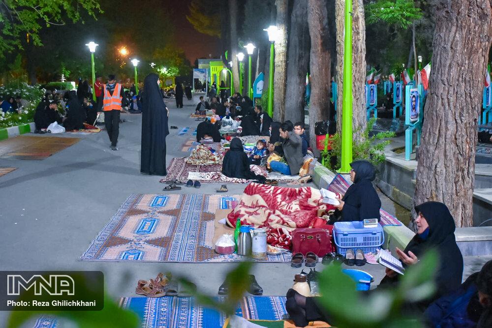 احیاء 21 رمضان سال99 در گلزار شهدای نجف آباد احیاء ۲۱ رمضان سال ۹۹ در نجف آباد+تصاویر احیاء ۲۱ رمضان سال ۹۹ در نجف آباد+تصاویر 1636926 IMG 6125