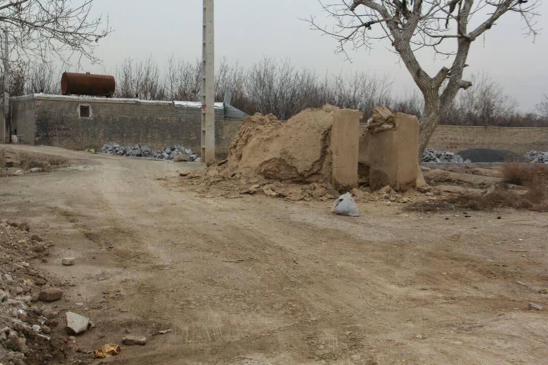 تخریب یک اثر تاریخی در نجف آباد+تصاویر تخریب یک اثر تاریخی در نجف آباد+تصاویر تخریب یک اثر تاریخی در نجف آباد+تصاویر photo 2020 12 29 07 16 34
