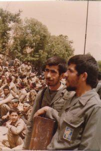 حیدر علی قوقه ای نفر اول از راست کتک خوردن در حلقه لاستیک برای پخش اعلامیه در نجف آباد کتک خوردن در حلقه لاستیک برای پخش اعلامیه در نجف آباد p 119 202x300