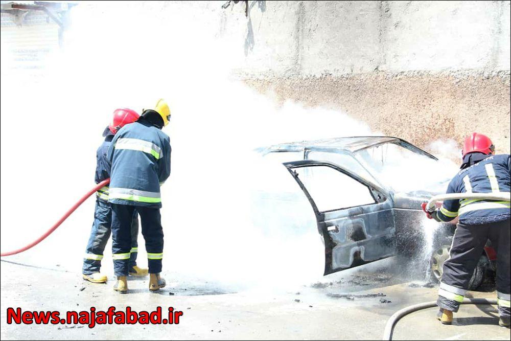 آتش گرفتن خودروی گازسوز شده در نجف آباد+تصاویر آتش گرفتن خودروی گازسوز شده در نجف آباد+تصاویر آتش گرفتن خودروی گازسوز شده در نجف آباد+تصاویر 1618637126 N0dP9